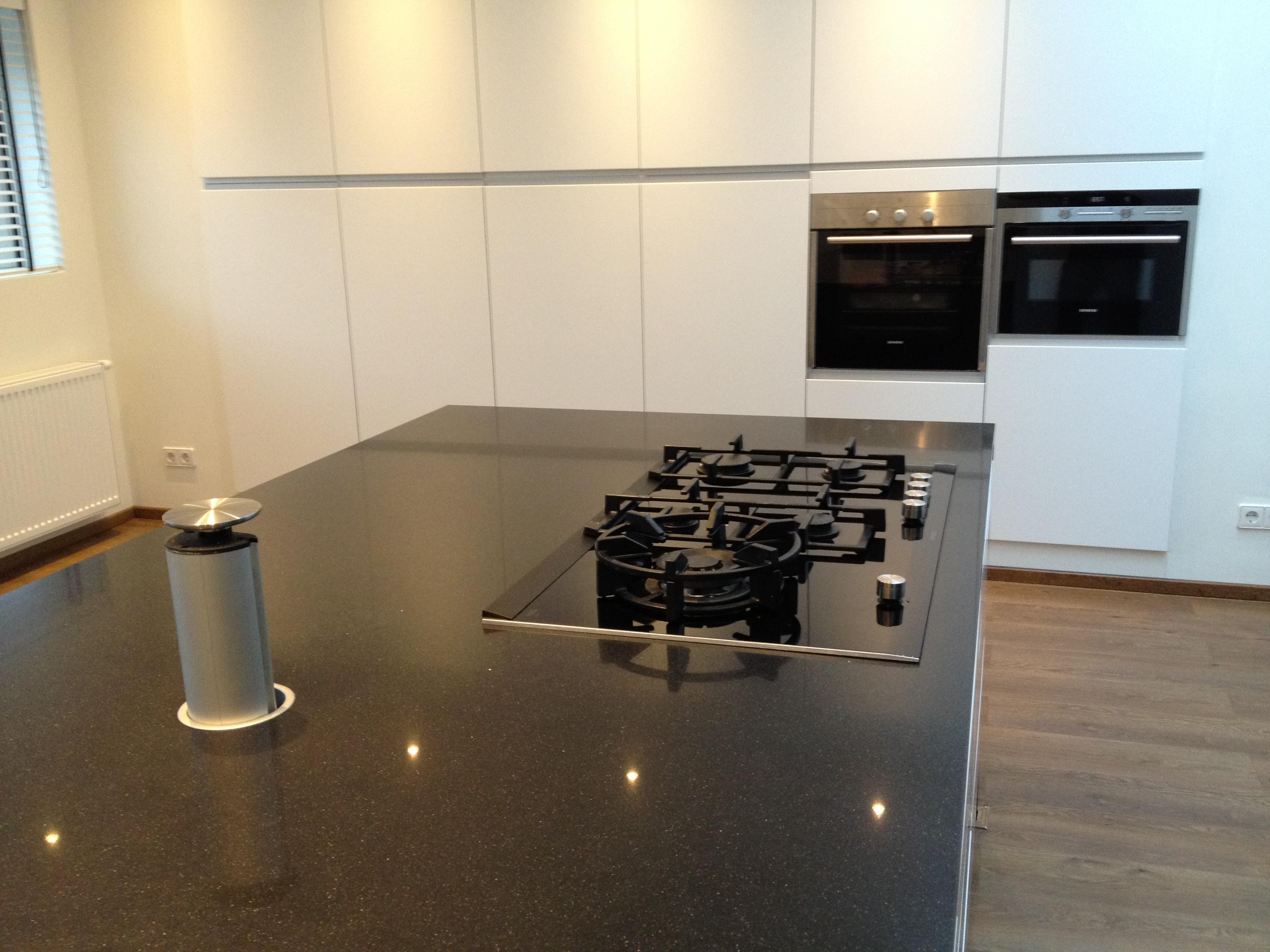 Keuken Ikea Kastenwand : Ikea keuken met ingebouwde kastenwand & siemens apparatuur info